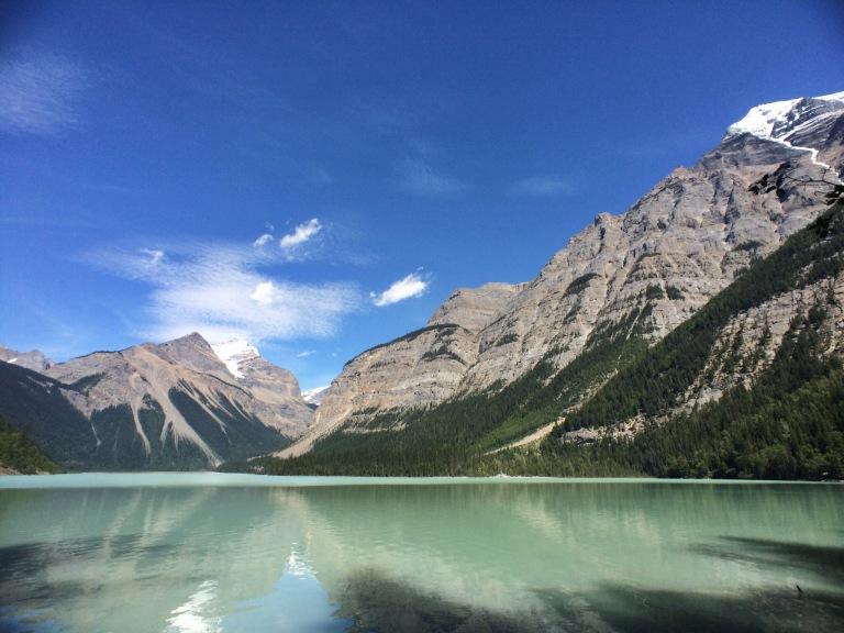 Mount_Robson_Lake