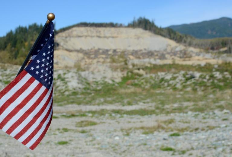 Oso_Memorial_Flag